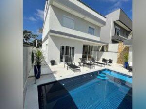 cod 00079 – Casa com 3 suítes – Condomínio Real Park – GRU