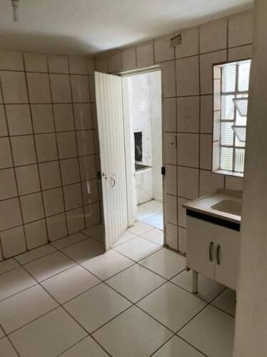 Casa com 1 Quarto e 1 banheiro para Alugar, 35 m² por R$ 650-Mês-2