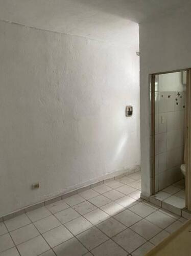 Casa com 1 Quarto e 1 banheiro para Alugar, 35 m² por R$ 650-Mês-3