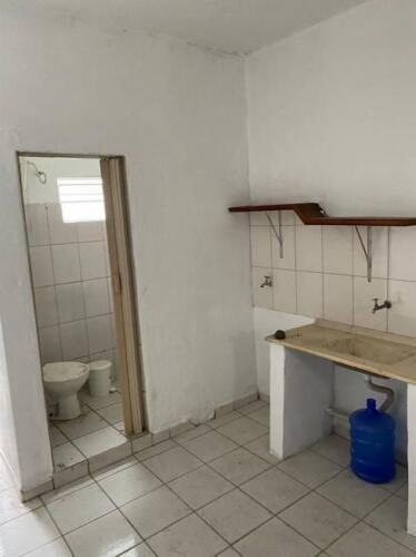 Casa com 1 Quarto e 1 banheiro para Alugar, 35 m² por R$ 650-Mês-7